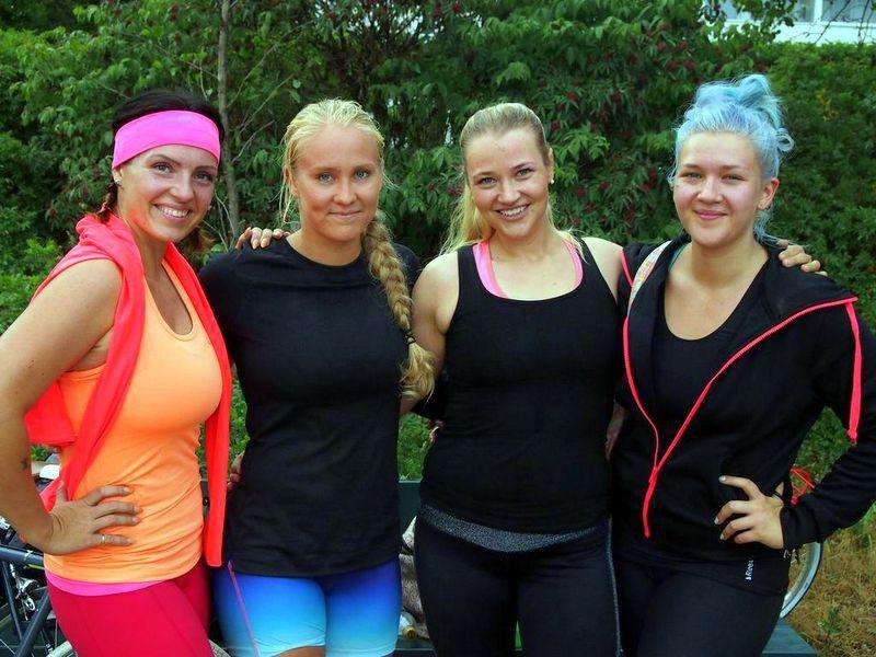 Vuonna 2013 ulkotreenit Lauttasaaressa. Minä, Steffi, Anna ja Saara. Ekoja kertoja kun näin bloggaajakollegoita missään tapahtumassa. :)