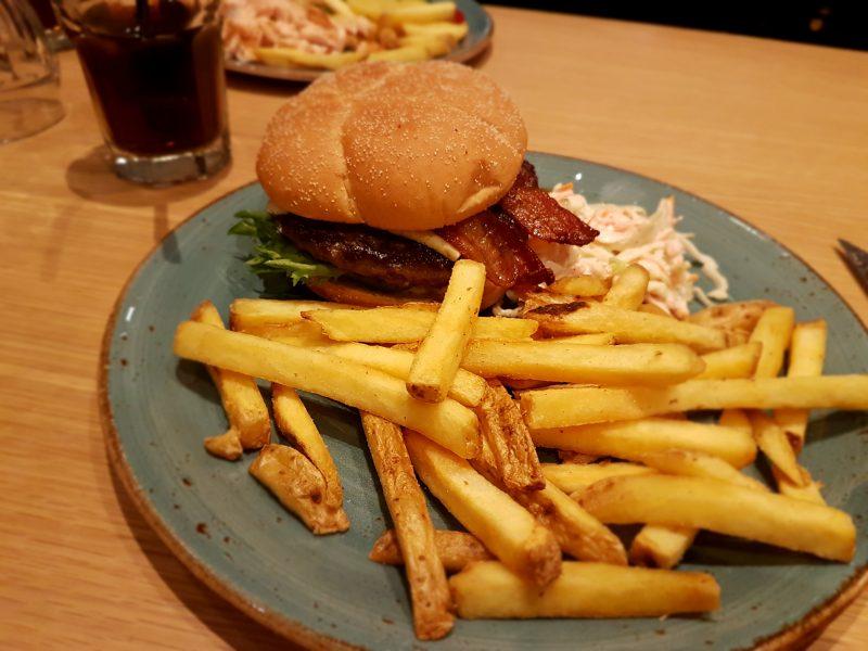 Lauantaina Fonda Del Solissa burgerilla.