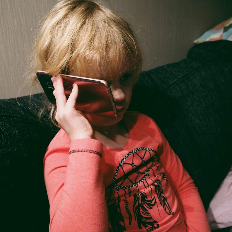 Minkä ikäisenä lapselle kännykkä? (+arvonta)