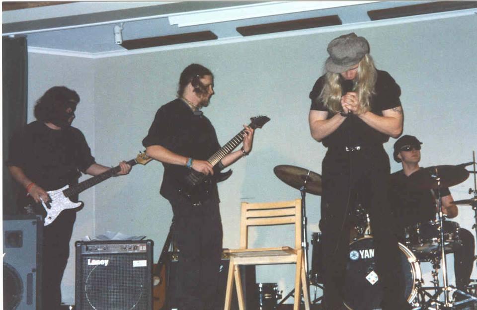 Salattu menneisyys - Metallisydän rokkitähtenä?