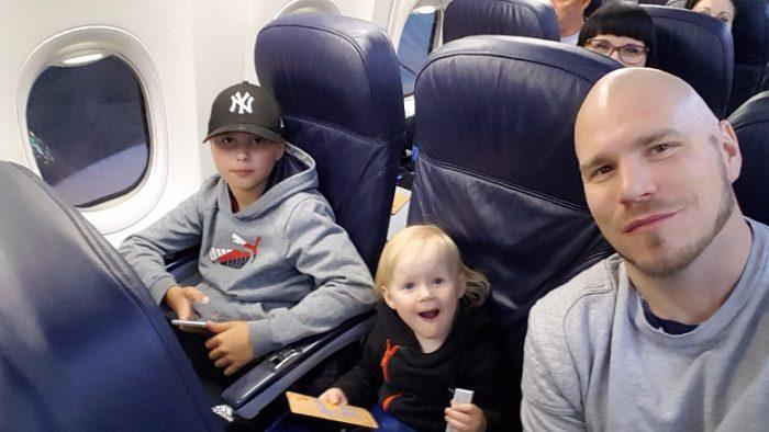 Miten meni lennot pienen lapsen kanssa?