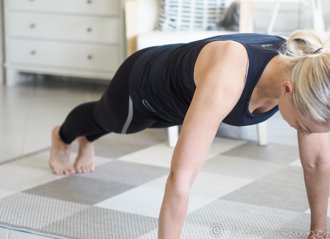 Testaa sujuuko sinulta tämä yksinkertainen lihaskuntoliike?