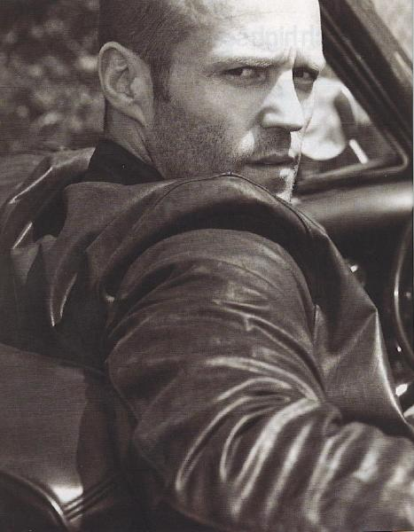 Ohan se Jason Stathamkin niin komee ja se on niin äijä :D www.celebritysentry.com