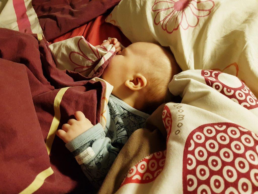4 kuukauden hulinat ja Lukan nukkumiskuviot