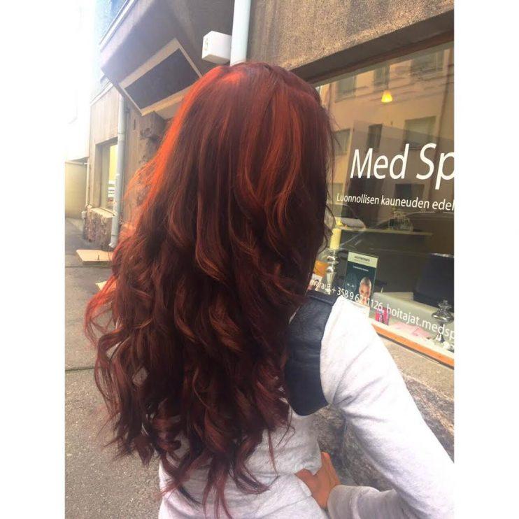 mahongin väriset hiukset