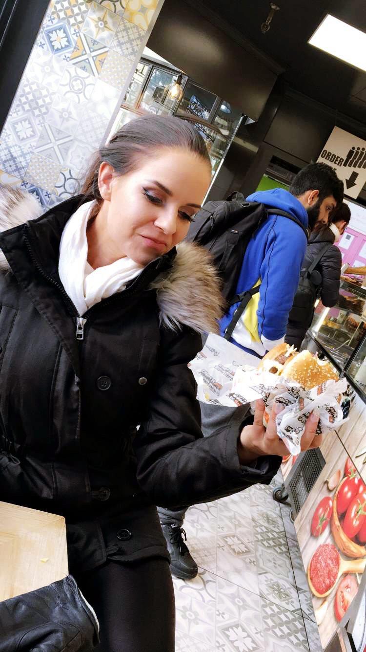 Lontoo-Kioski-ruoka-hampurilainen