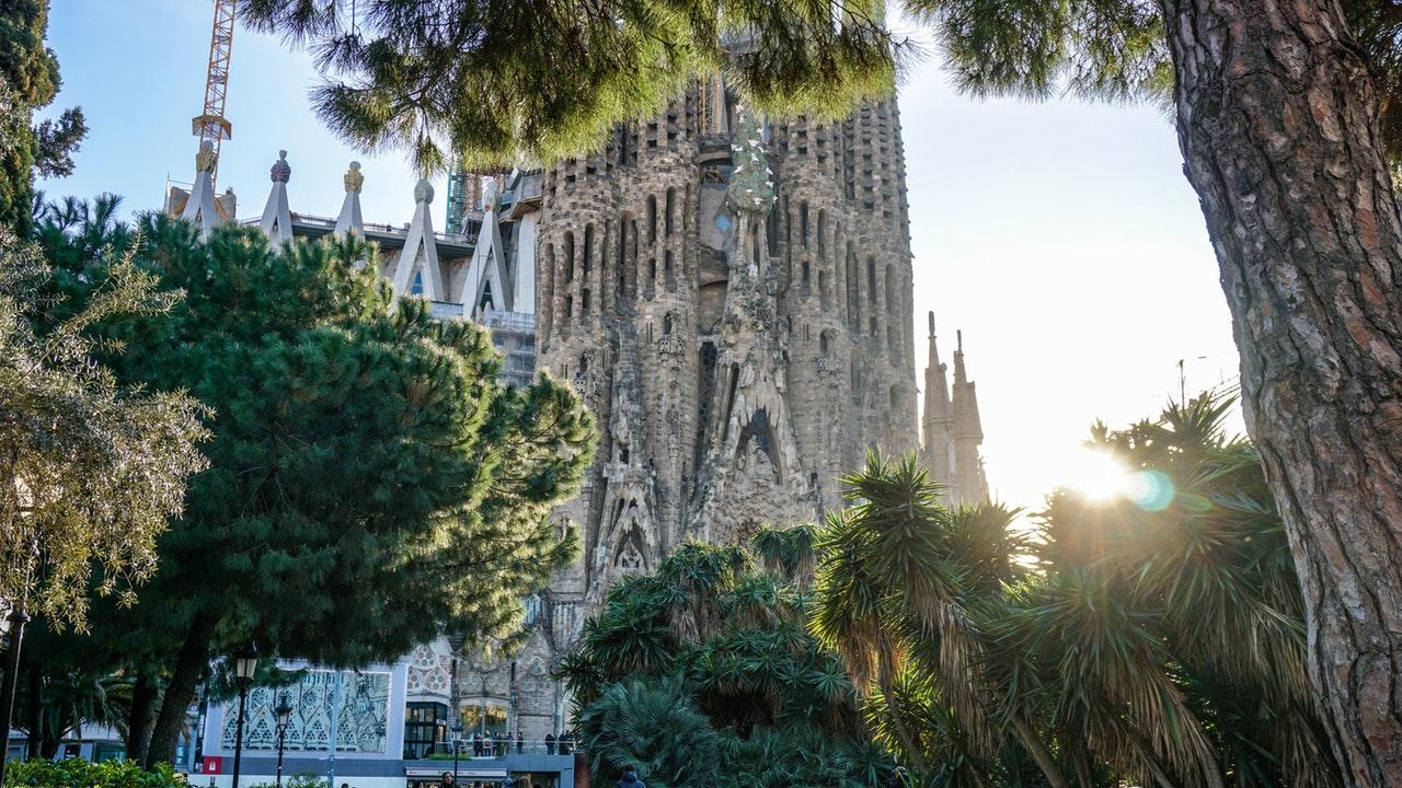 Muutto-Barcelona-espanja-sagradafamilia