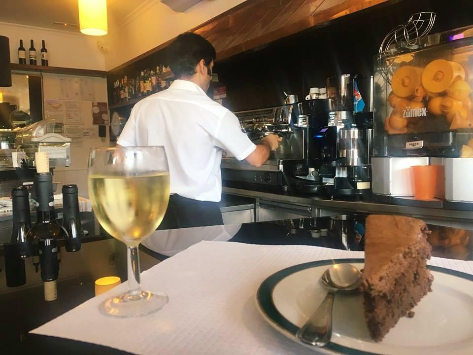 baari-estoril-suklaakakku-viini-wine-portugal