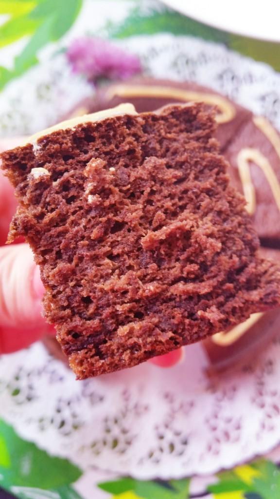 Täyteläinen suklaakakku (jauhoton, sokeriton)