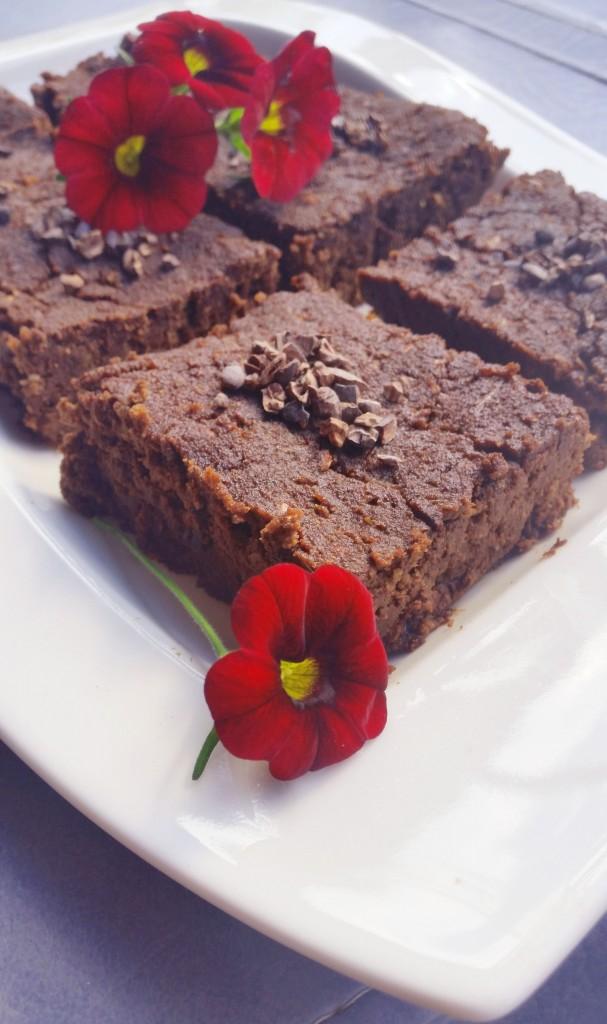 Suklaabrowniet kesäkurpitsasta (gl, vegaani, sokeriton)
