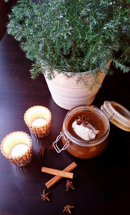 Helppo jouluinen luumukiisseli kardemummakermalla (sokeriton, maidoton, vegaani)