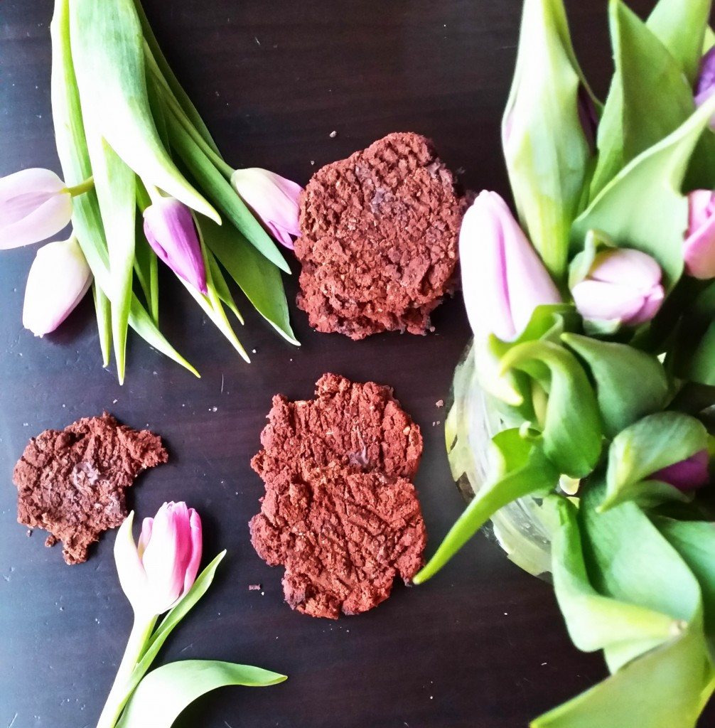 Jauhottomat tahmeat suklaakeksit (kikherneistä! ilman valkoista sokeria)