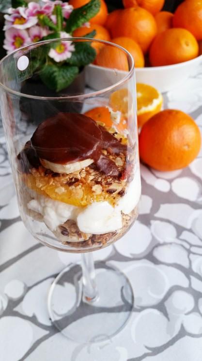 Appelsiinikerrosjälkkäri kahvisuklaakastikkeella (maidoton, sokeriton, vegaani)
