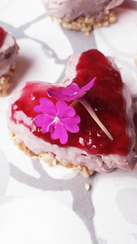 Valkosuklaa-vadelma raakaleivokset ystävälle (maidoton, gluteeniton, sokeriton)