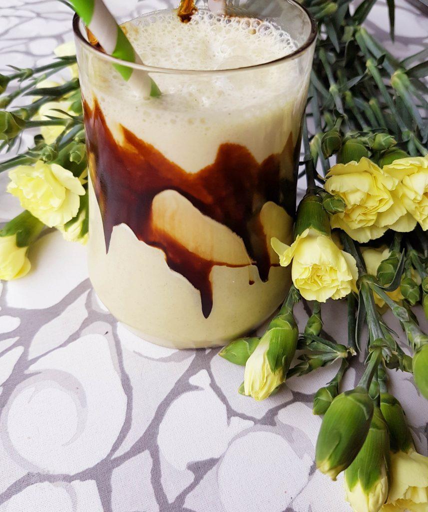 Vaniljasmoothie lakritsakastikkeella makeanhimoon
