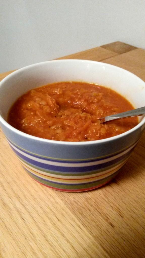Tänään päivälliseksi valmistuu linssi-porkkanakeittoa. Postaan reseptin piakkoin (tällä viikolla). :)