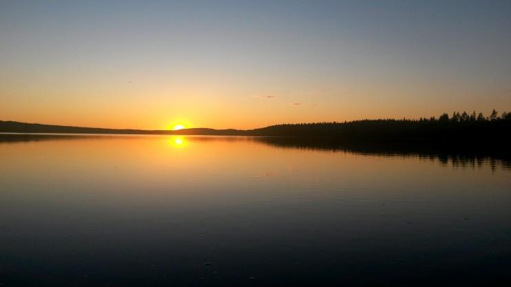 Auringonlasku Kynsivedellä.