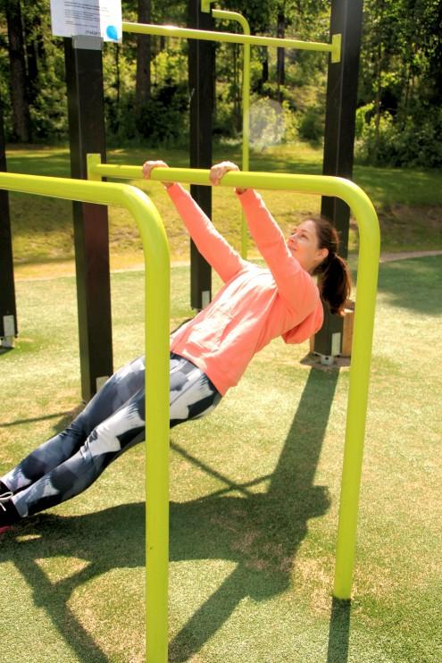 Jos leuanveto ei vielä onnistu, on vartalosoutu hyvä tapa lähteä harjoittamaan sitä.
