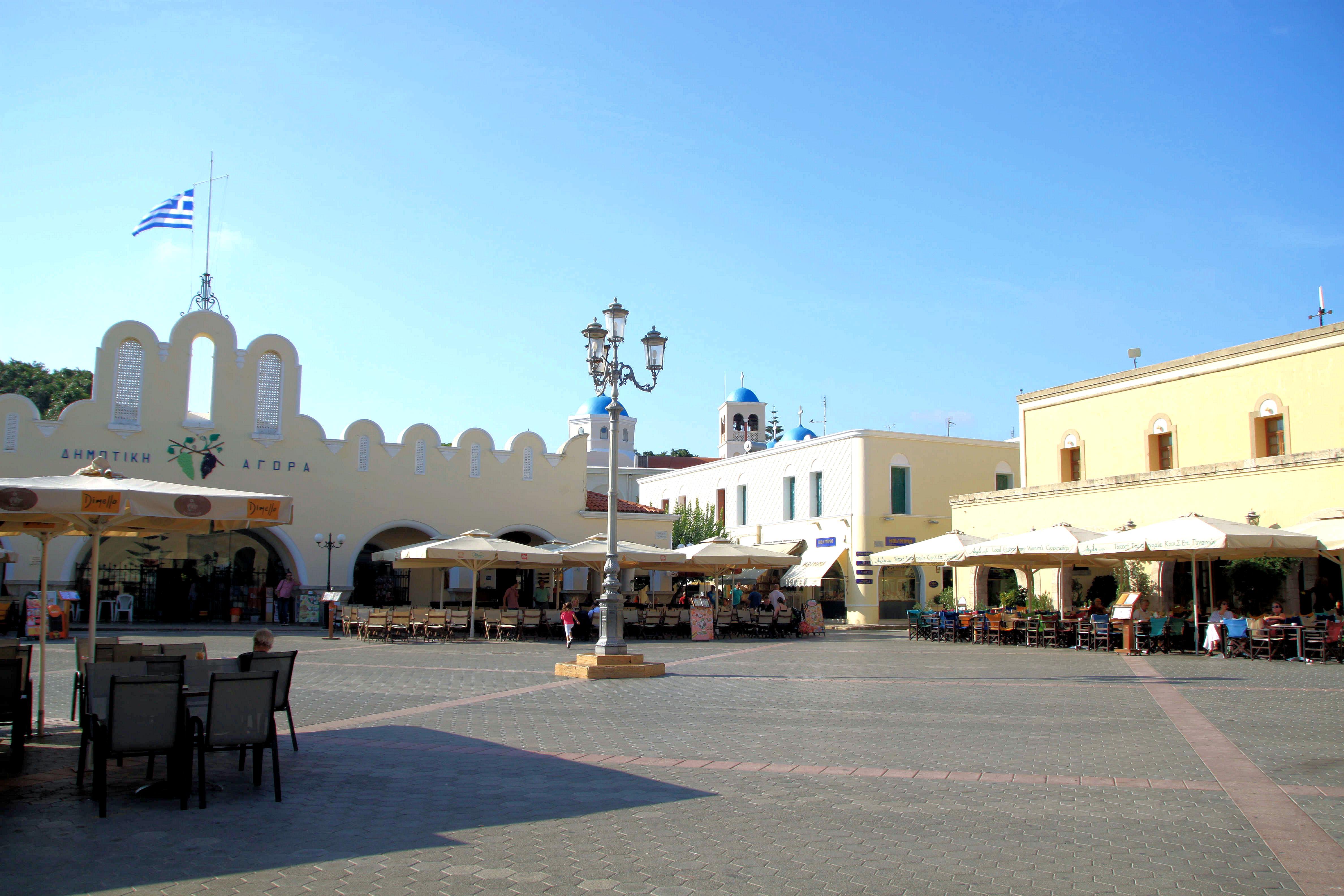Kosin vanhasta kaupungista löytyy paljon kivoja kävelykatuja, aukio kahviloineen, kivoja ravintoloita ja pieniä kauppoja.