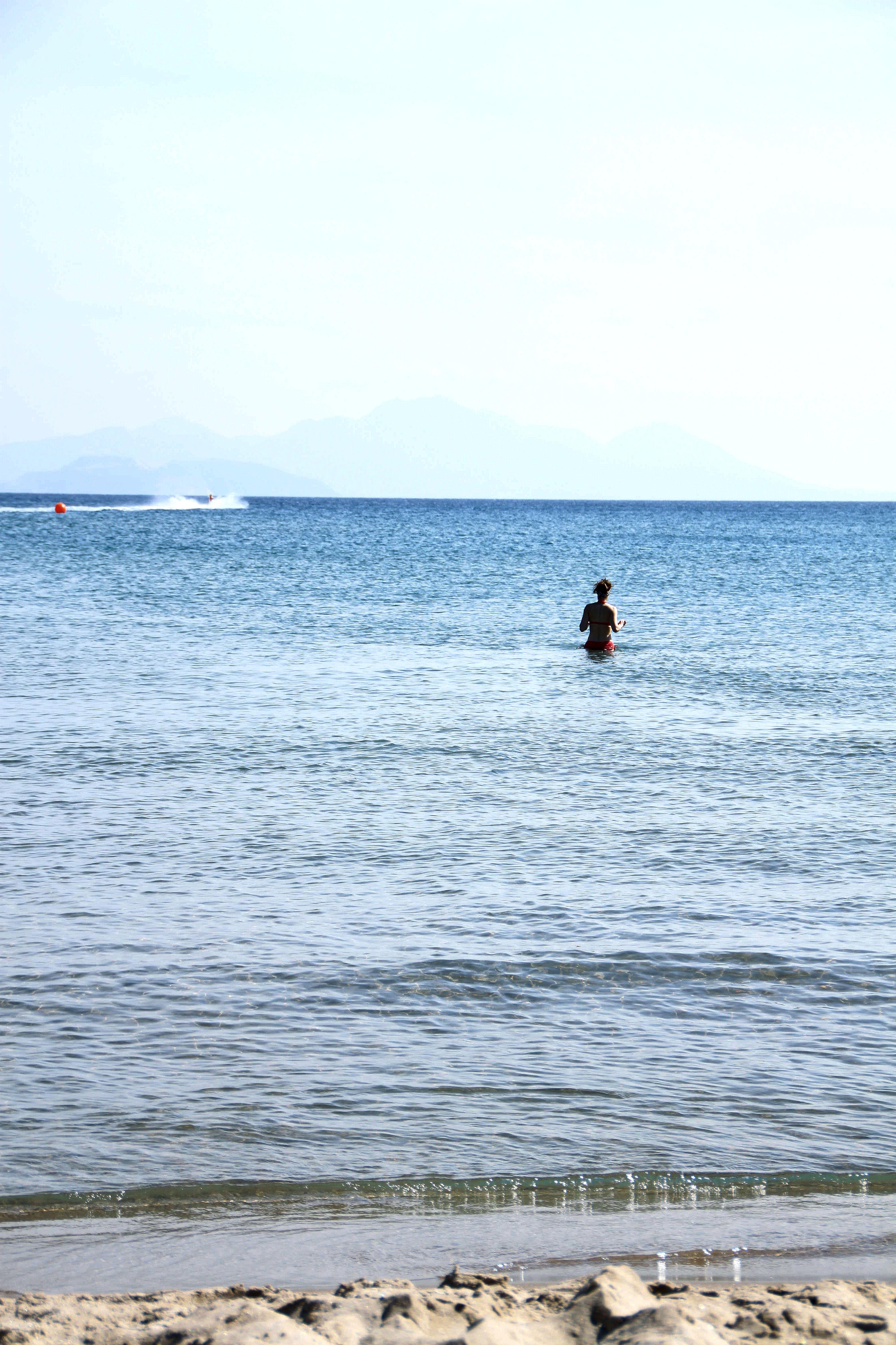 Uimaan menossa.