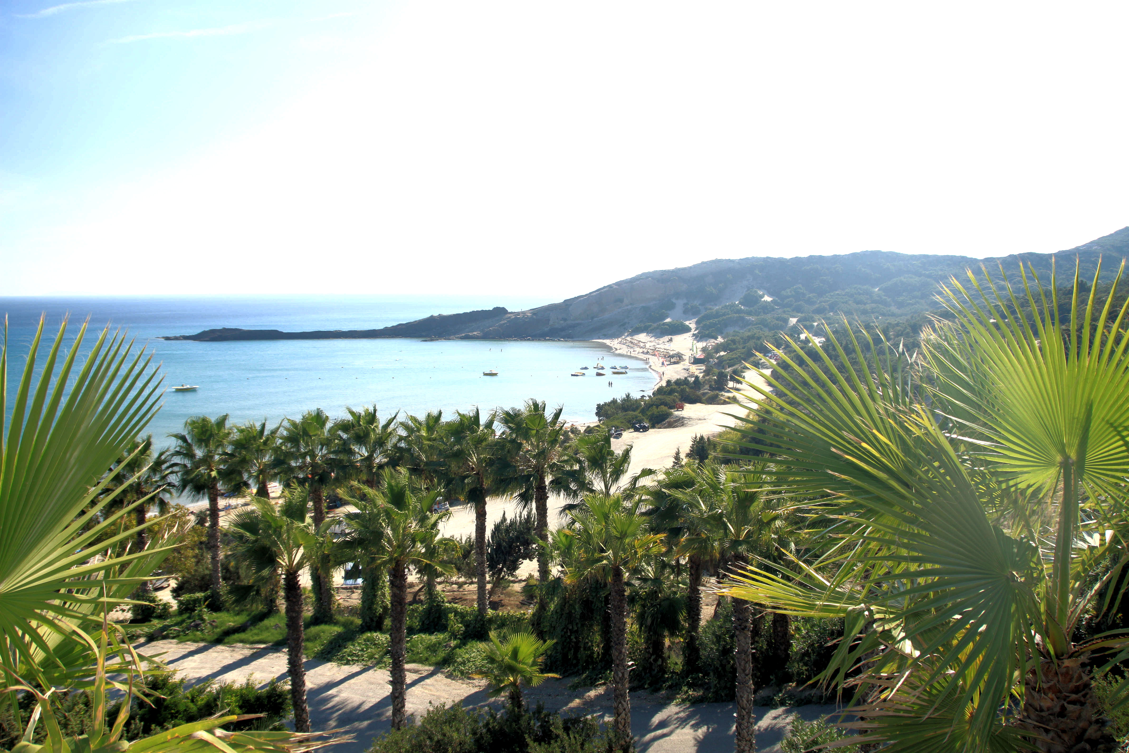 Paradise Beach saaren eteläosassa. Pitkä hiekkaranta.