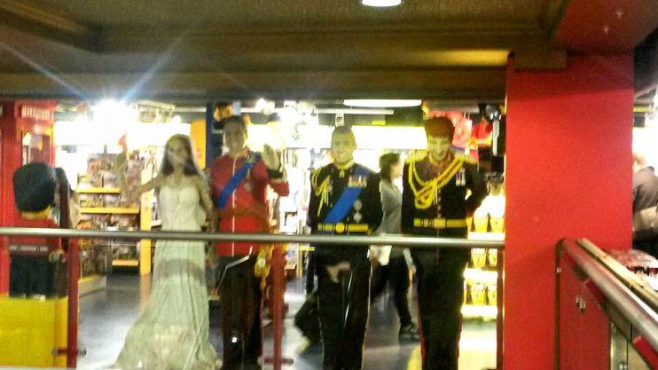 Kaupassa oli mm. legoista rakennetut kuninkaalliset.