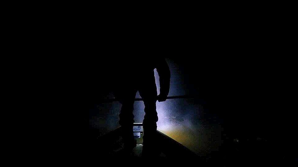 Tuulastamassa illan pimeydessä.