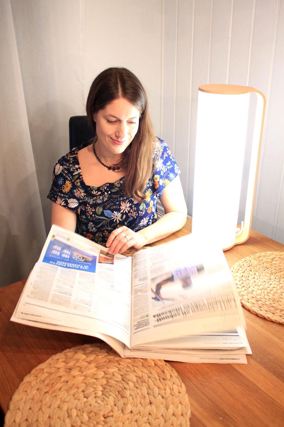 Tubo on helposti liikuteltavissa, ja niinpä aamuisin nostan sen keittiön pödyälle ja luen sen ääressä lehden. Tai bloggaan sen ääressä, kuten tänään. :)