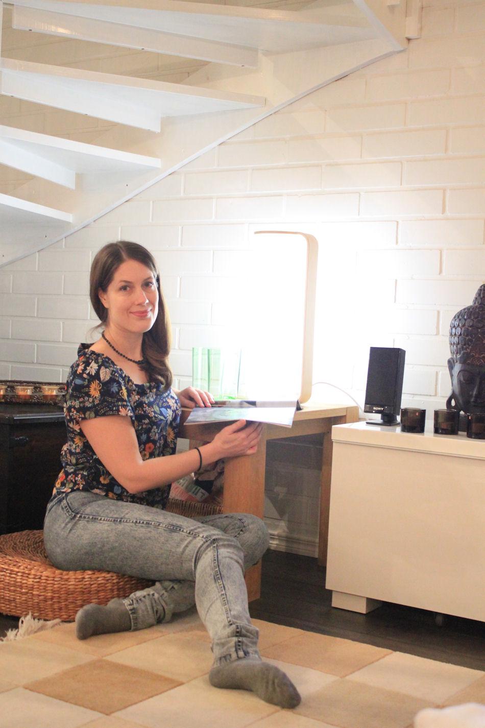 Tubo löysi paikkansa olohuoneessamme jo kesällä, sillä se toimii samalla myös sisutuselementtinä. Lampussa on himmennin, joten se toimii myös tunnelmavalona.