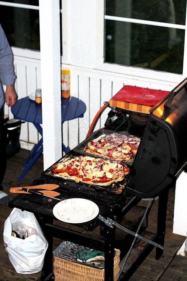 Onko grillipizza tulevan kesän grillaushittisi? Tässä oiva herkkuvinkki myös vapuksi!