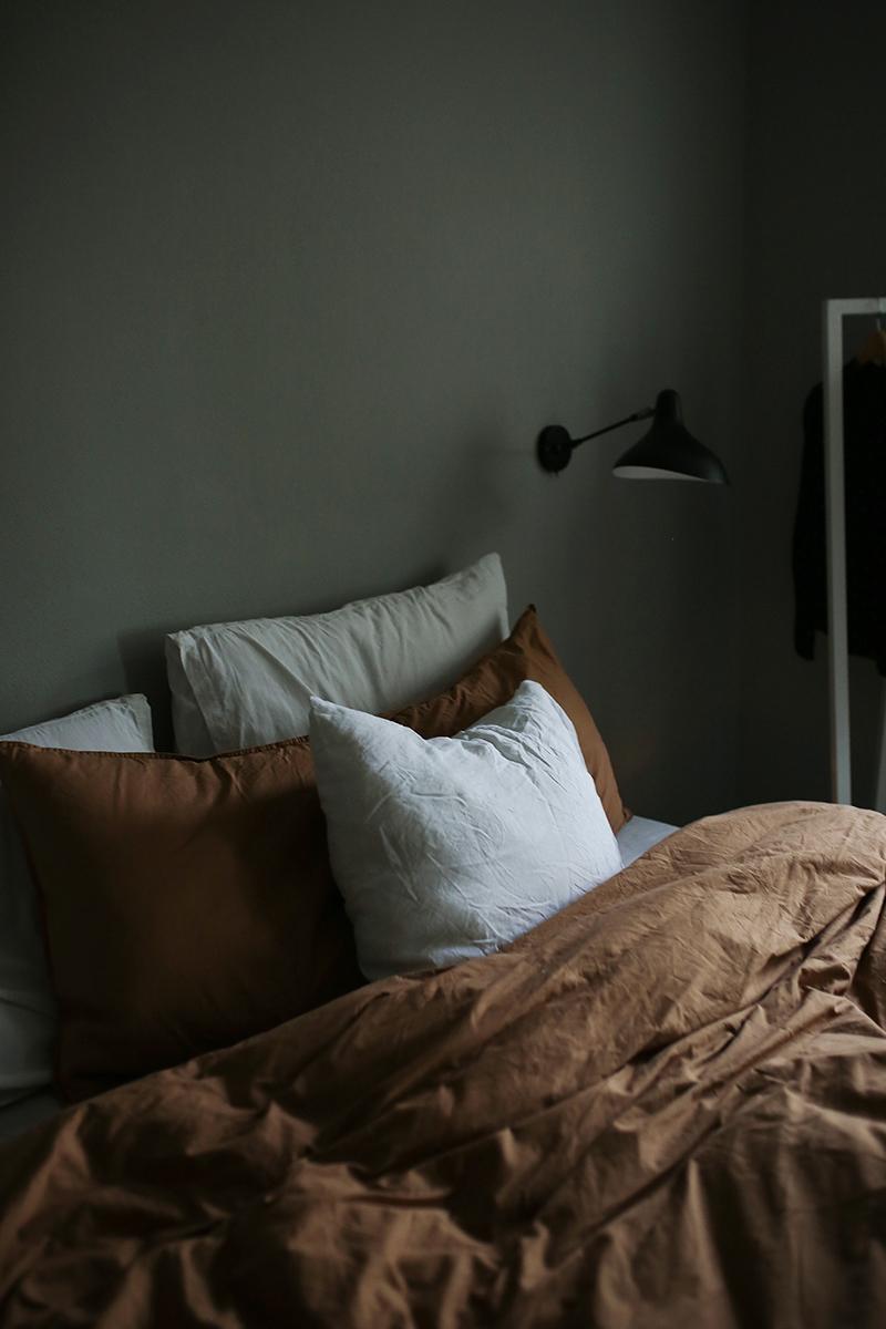 Ilta makuuhuoneessa