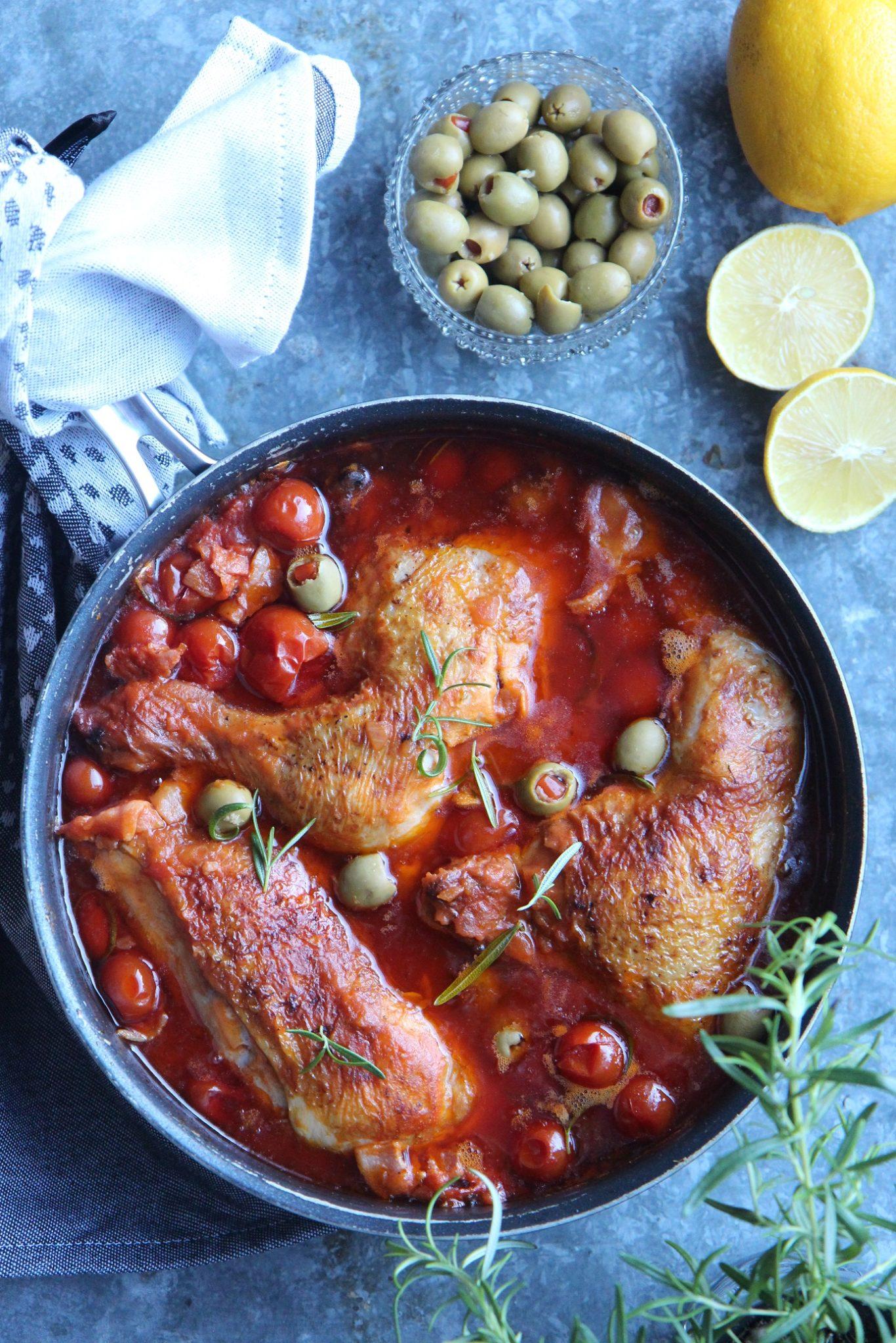 Kun syksy hiipii lautaselle - kanaa tomaattikastikkeessa