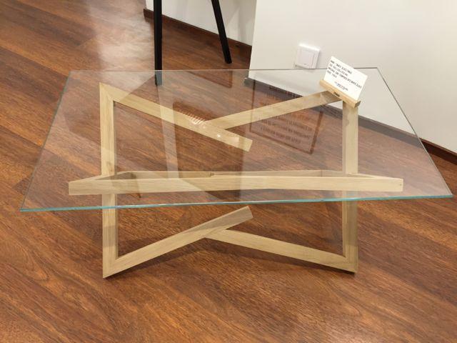 Tebianin lasipöytä