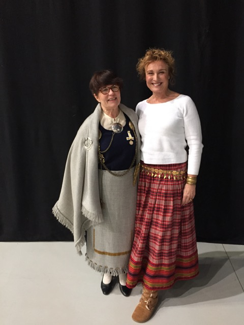 Kristiina Vuorelma-Aholla on yllään muinaispuku.
