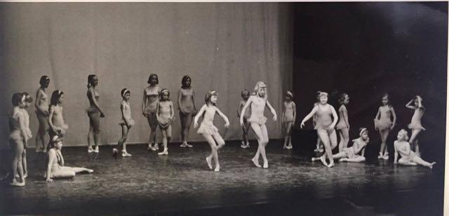 Balettikoulun kevätjuhlassa Kansallistetterin lavalla