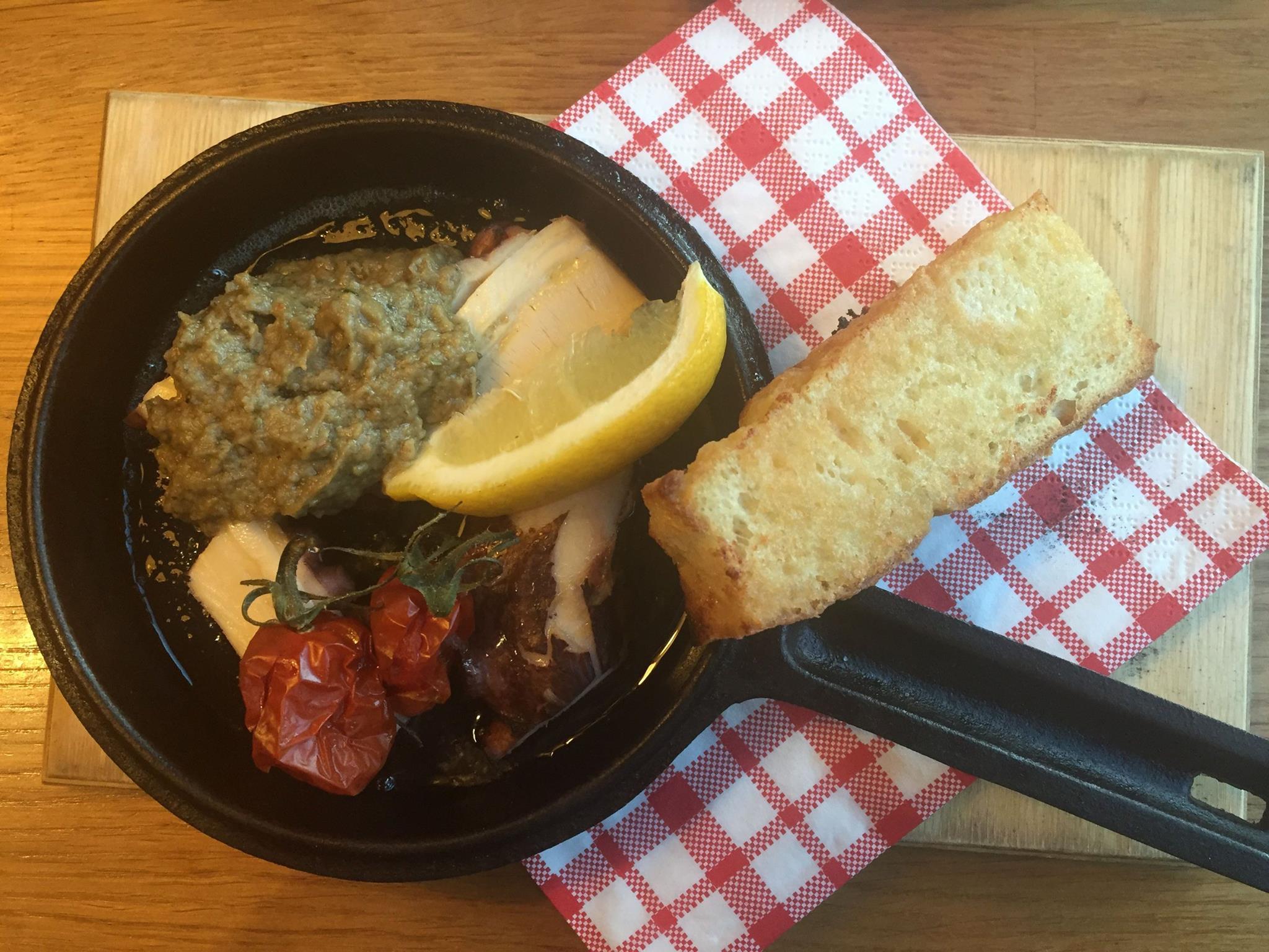 Mustekalaa ja munakoisokaviaaria
