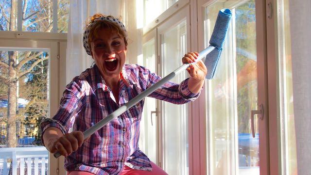Hupihommaa on ikkunan pesu!