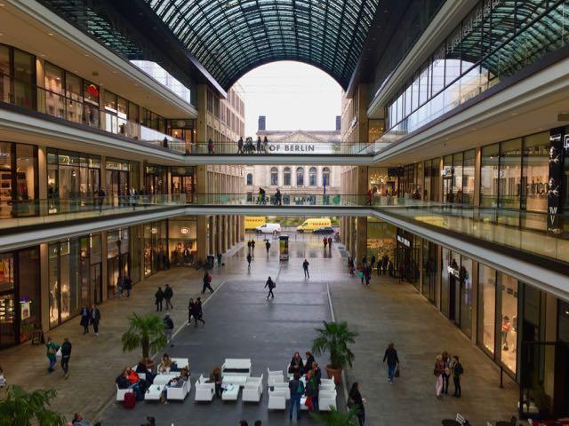 Mall of Berlin on suuri ja kaunis
