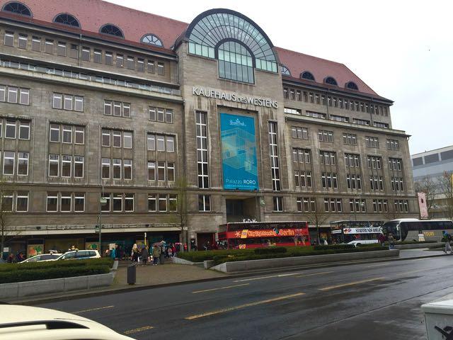 Kaufhaus des Westens eli KaDeWe Berlin on Stockmann-tyylinen tavaratalo, josta saa kaikkea maan ja taivaan väliltä.