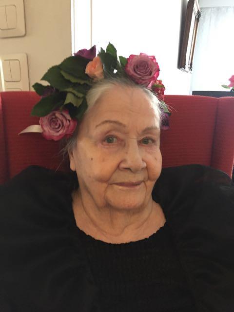 Äiti tänään 24.4.2016 täyttäessään 90 vuotta. Kuvaa ei ole retusoitu eikä siinä ole filttereitä.