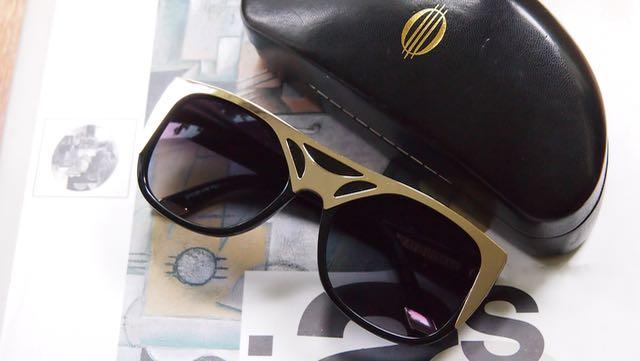 Mert Otsamon Specsaversille suunnittelemat lasit ja niiden hieno kotelo