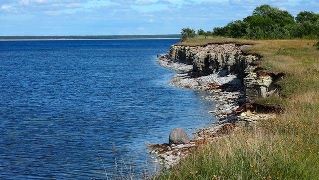 Ninase on Tagarannassa. Täällä on myös pieni muistomerkki Estonian onnettomuudessa hukkuneiden muistoksi.