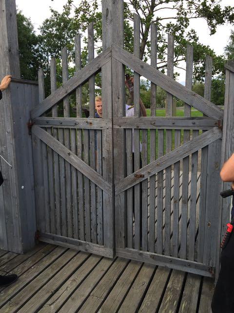 Hups - laiturin portti oli lukossa... Oli hilkulla, ettemme jääneet Otellosta paitsi!