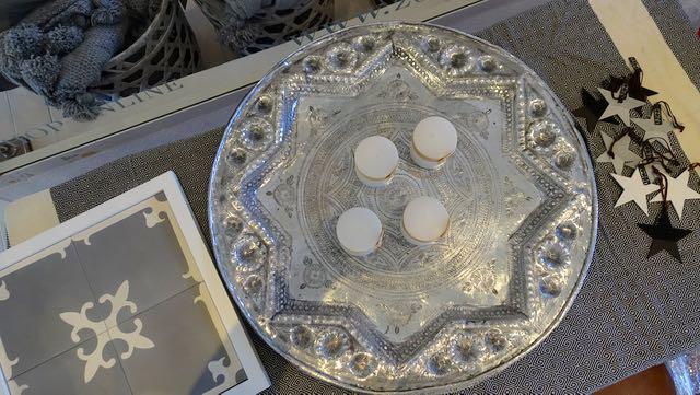 Neliön sisällä on näyte kauniista marokkolaisista laatoista.