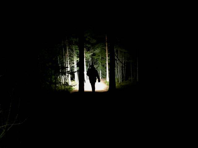 Vaellusta pimeässä