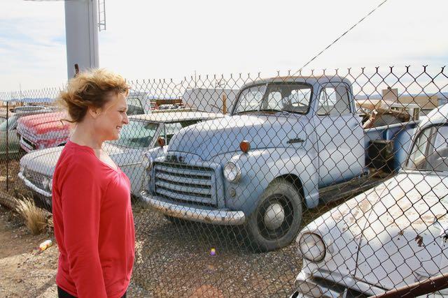 Uudet autot kiinnostaa ja vanhat - jos ne ovat tarpeeksi vanhoja! Näitä ihmettelin Arizonassa. vaativat pientä laittoa...!