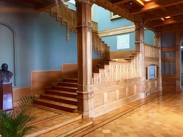 taidemuseon aula. Käsittämättömän upea!