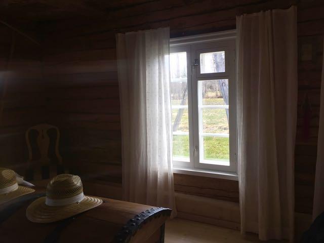 Marimekon pellavaverhot roikkuivat ennen Espoossa.