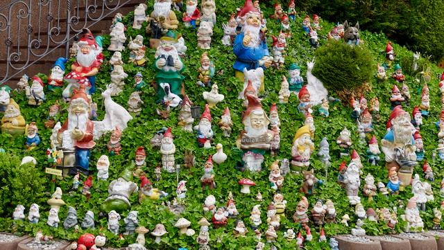 Olenko koskaan kertonut mitä mieltä olen puutarhatontuista....?