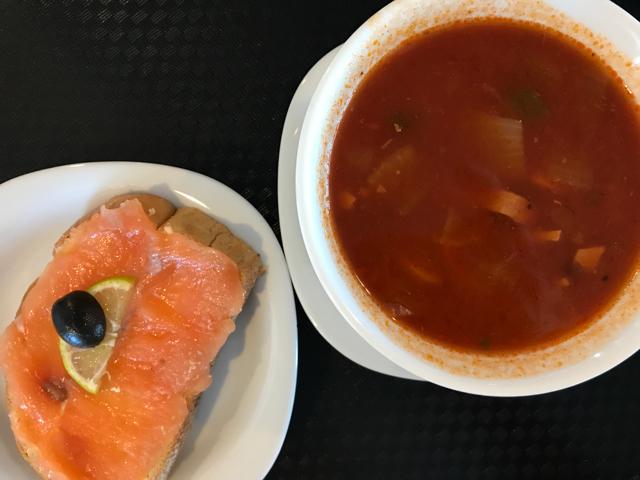 Seljanka ja lohileipä ovat säilyneet Saarenmaan lautan ravintolan menussa muuttumattomina 12 vuotta!